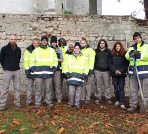Du lundi au jeudi, dix jeunes en service civique participent au chantier Cham aux Tourelles. Ils ont pour but de rénover les piles de l'ancien pont de Vernon et le mur du quai attenant au Vieux-Moulin.
