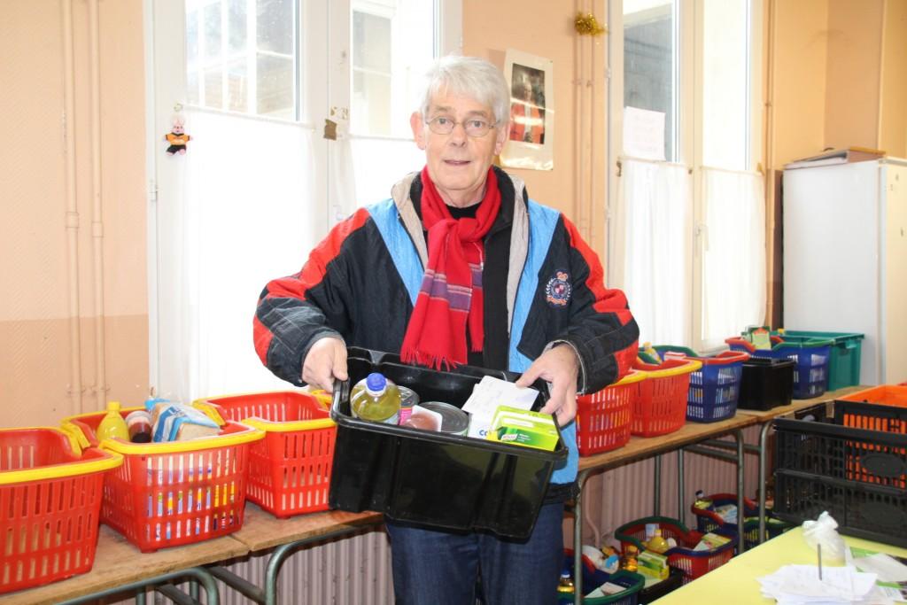 Chaque vendredi après-midi, les bénévoles de Saint-Vincent de Paul distribuent les paniers alimentaires aux personnes dans le besoin. Ils sont une quinzaine à œuvrer au sein de l'association.