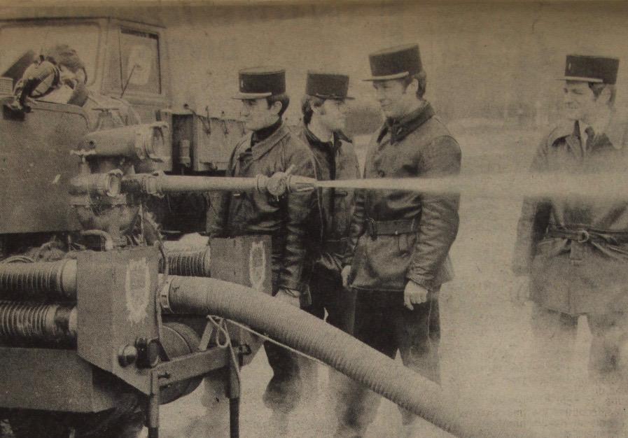 Si cette pompe à incendie peut aujourd'hui nous sembler caduque, elle faisait la gloire  des sapeurs-pompiers vernonnais, dont le centre devient dans les années 1960 l'un  des mieux équipés du département.