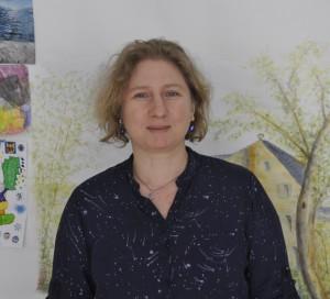 Catherine Lehoux écrit des courriers bénévolement pour les personnes qui ont besoin.
