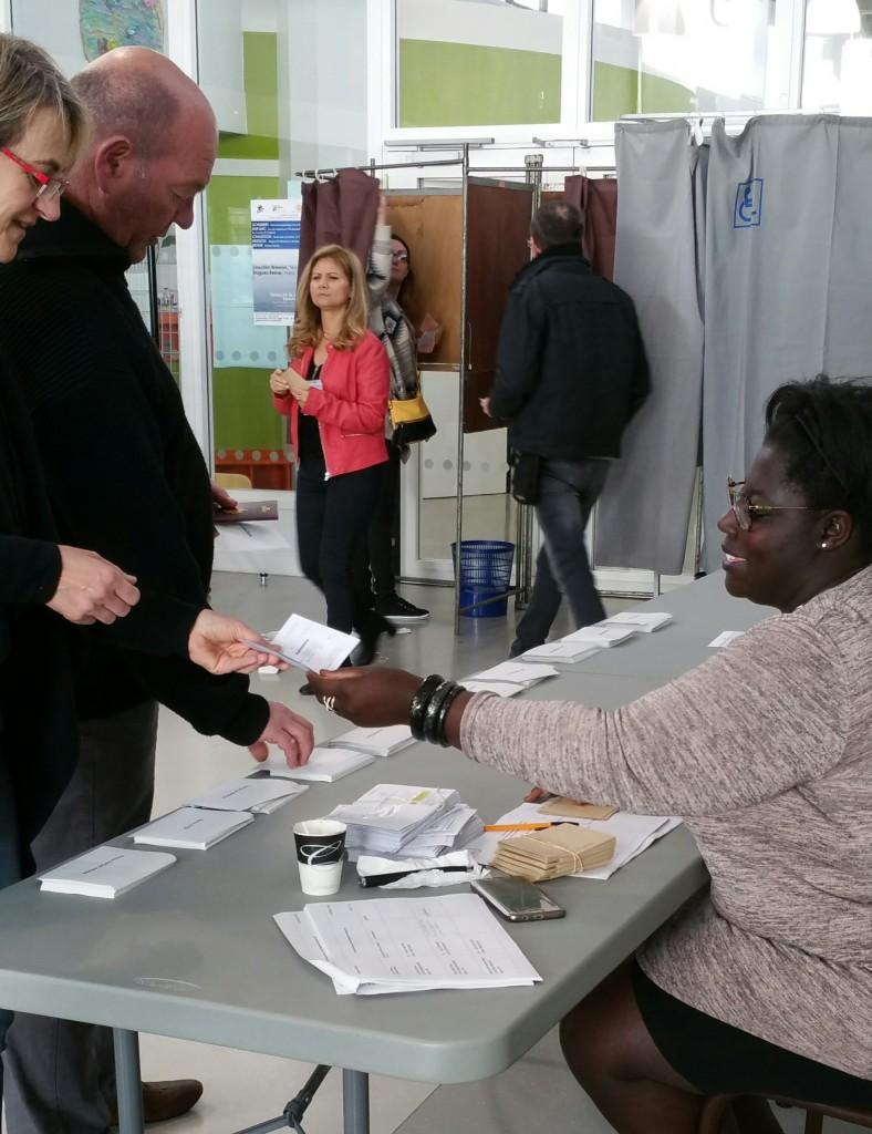Le taux de participation à Vernon a été de 76,67%, avec 11 535 votants sur 15 044 inscrits pour le premier tour des élections. Parmi eux, 2,06% ont voté blanc. Pour rappel, le second tour des présidentielles aura lieu le dimanche 7 mai, de 8h à 19h. Retrouvez les résultats complets sur le site de vernon-direct.fr.