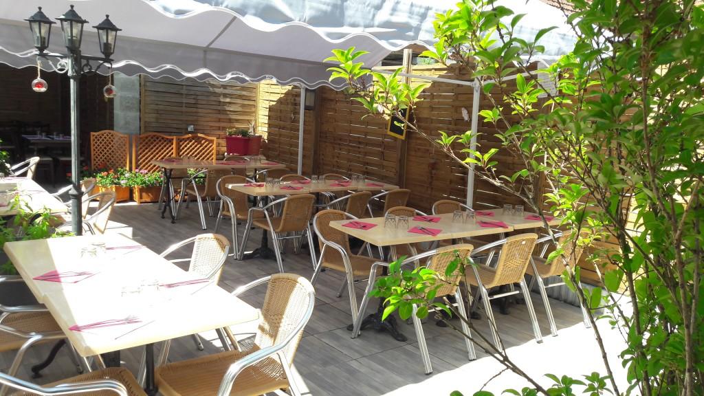 La rose des sables 29 avenue Île-de-France Venez manger en extérieur, sur une terrasse en bois, isolée par des palissades pour plus d'intimité.