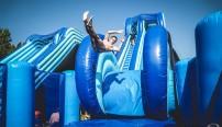 L'aquaride débarque pour la première fois à Vernon et sera l'occasion de partager de bons moments en famille et entre amis. Perchés à 10 mètres de haut, les glisseurs pourront s'élancer sur plus de 80 mètres de long en toute sécurité.
