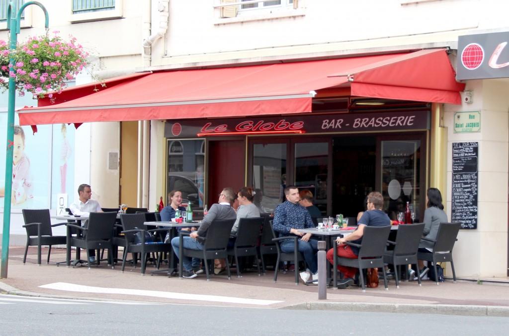 Le Globe 17 rue Carnot Vous pourrez profiter de ses nombreuses places assises à l'extérieur. Fermé entre le 14 et 28 août.