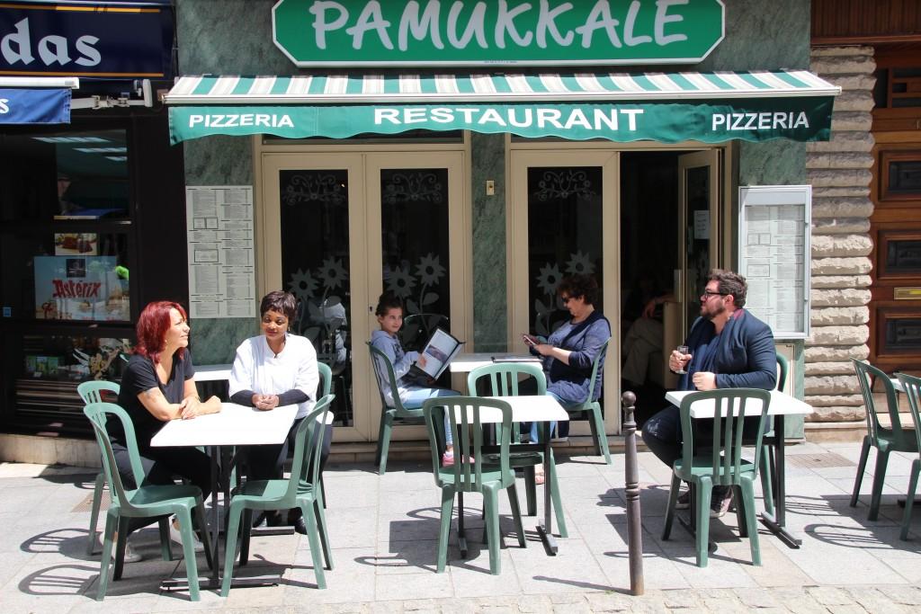 La pizzeria Pamukkalé 50 rue Carnot Sa terrasse, dans le centre historique est agréable. Elle ferme le jeudi.