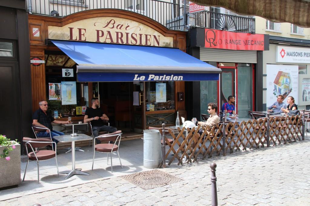Le parisien 51 rue Carnot Situé en plein centre-ville, ce bar est fermé le lundi, mais reste ouvert tout l'été !