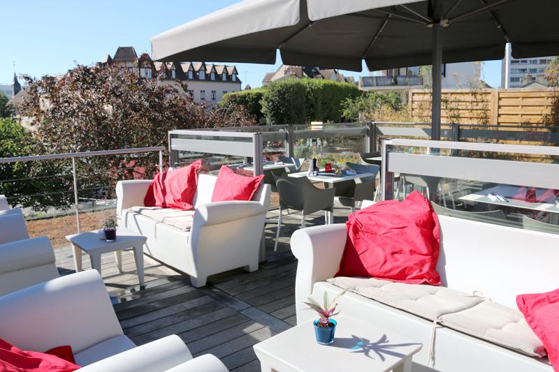 L'Estampille 6 place de Paris Ce restaurant en «altitude» et en plein cœur de Vernon est ouvert tout l'été,  sauf le 15 août.