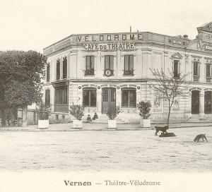 L'inauguration du Théâtre-Vélodrome, sur la place de Paris, a eu lieu au début de l'année 1896.