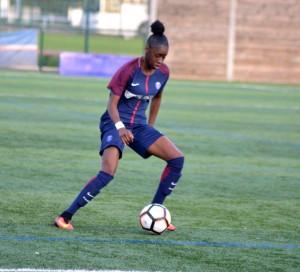 Halima Niakate représente Vernon dans l'équipe U19 de football au PSG.
