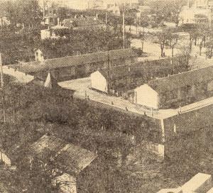 En 1968, un programme d'aménagement de la place de la République est annoncé. Elle est alors encore couverte des baraquements de la guerre.