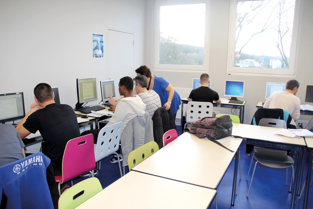 Le Pôle compte des salles dédiées aux formations avec accès internet, de quoi préparer son avenir dans de bonnes conditions.