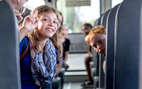 Enfant dans un bus