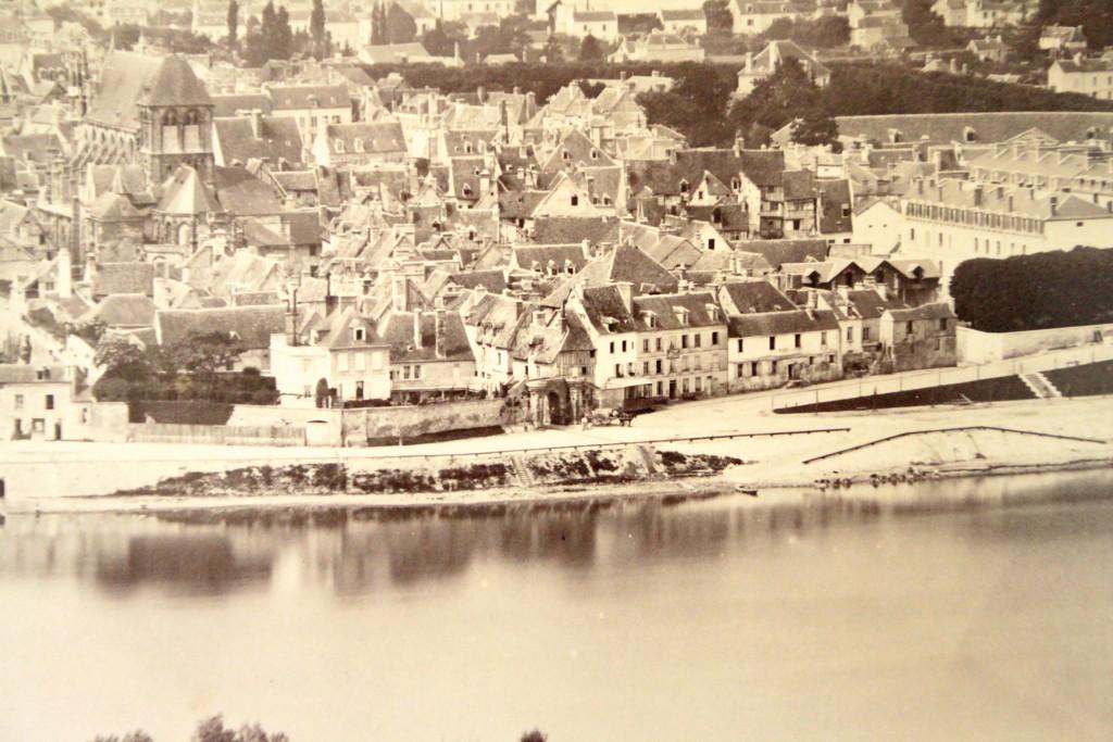Quand la rue Bourbon-Penthièvre menait encore de la collégiale jusqu'au bord de Seine.