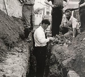 Octobre 1964. Au bas de l'avenue de l'Ardèche, des ouvriers mettent à jour un sarcophage en pierre de Vernon.