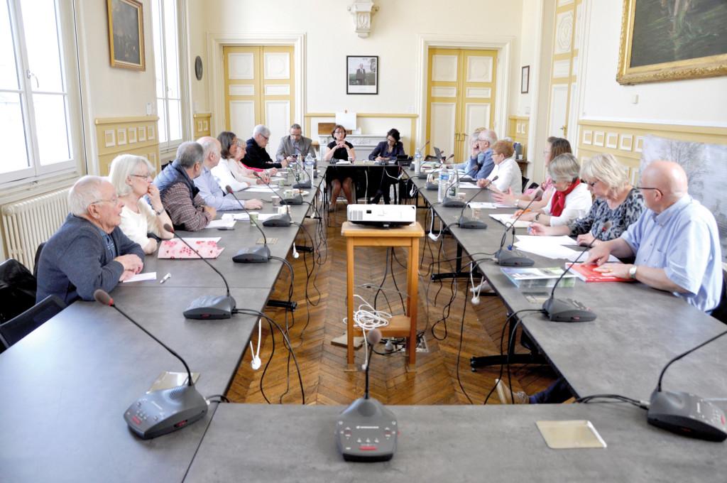 le Conseil des aînés a été créé afin d'organiser le dialogue entre la mairie et les séniors.