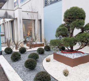 Un jardin zen à l'entrée de l'EPA