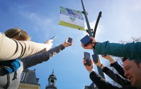 Pour la 3e année consécutive, Vernon figure au palmarès national des villes internet avec une note de 4 arobases (sur 5). Une excellence incarnée par les nombreux services numériques proposés par la ville : compte citoyen, applications comme Fluicity, Please et Ensemble, ou, plus récemment, le vote en ligne lors de la Consultation Cœur de Ville.