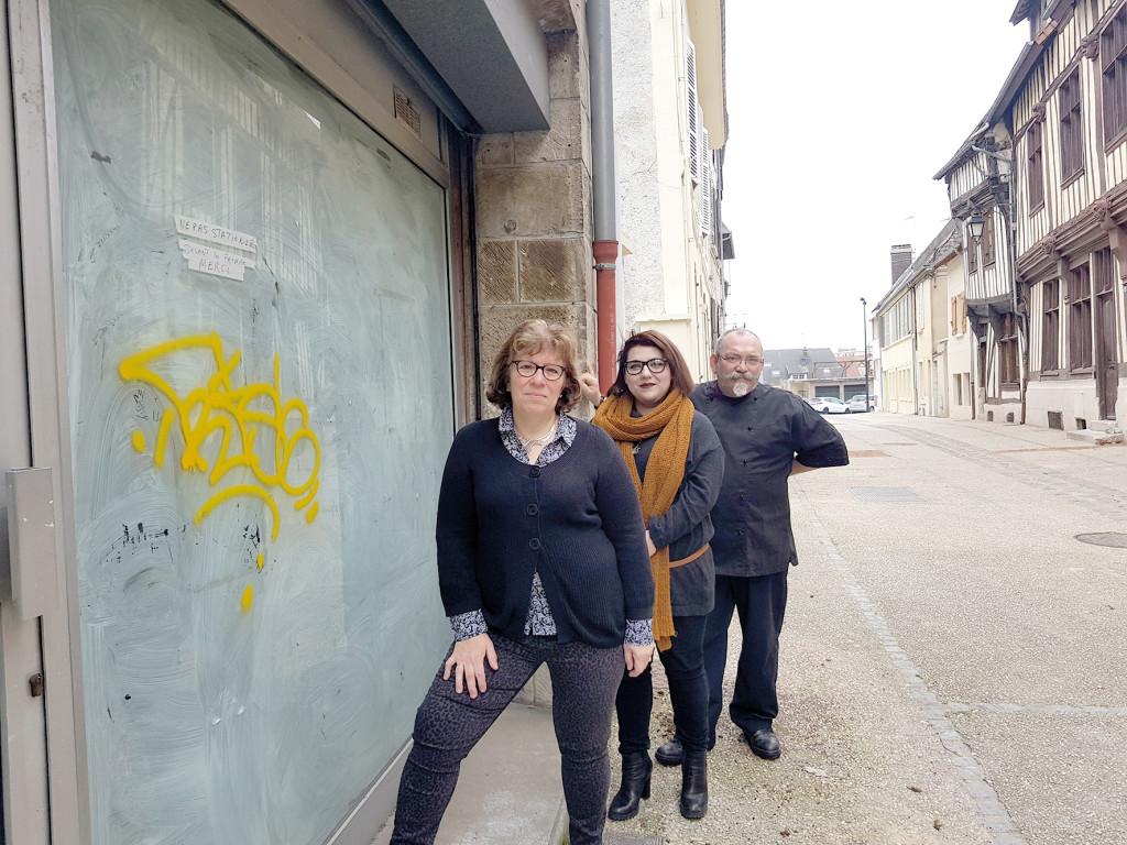 La famille Bouvet ouvrira son salon de thé au n°5 de la rue, il sera ouvert le dimanche.