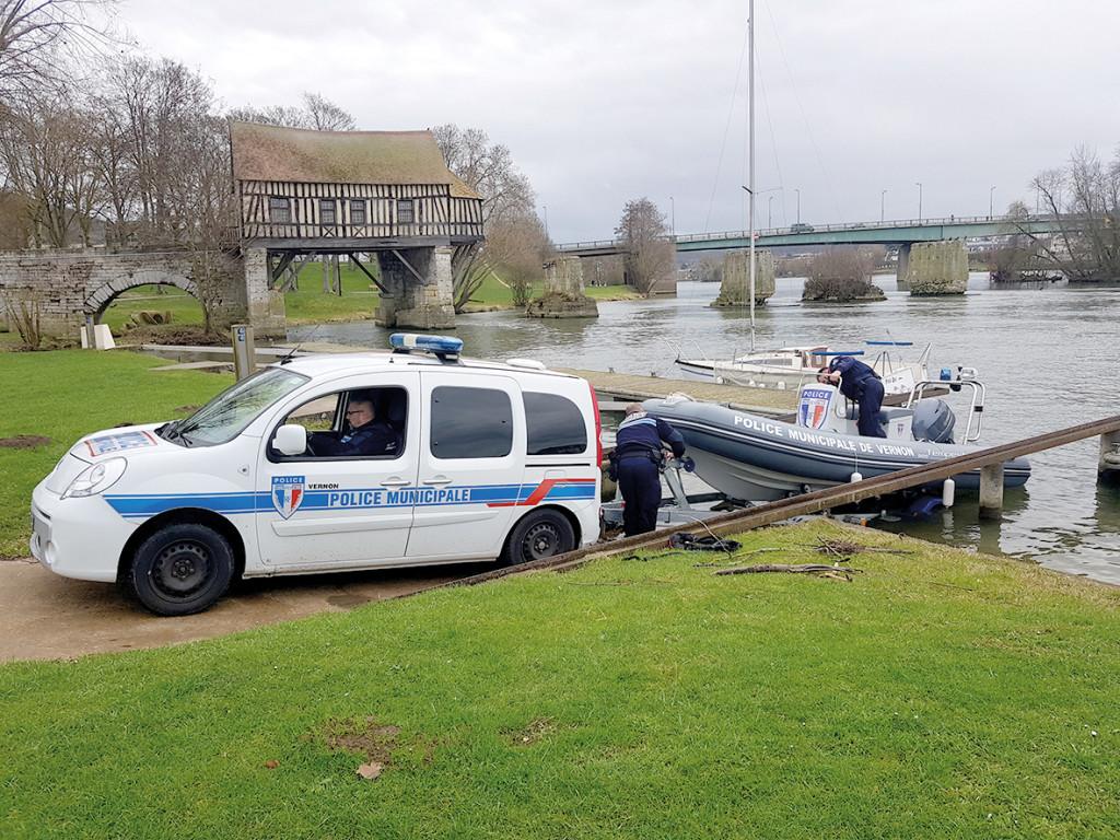 Vernon a été la première ville française à se doter d'une brigade fluviale pour surveiller la Seine.
