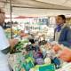 situé au coin de la place du Vieux-René et de l'avenue Pierre Mendès-France, le stand de Marie Malsang est entièrement composé de produits issus de l'agriculture biologique.