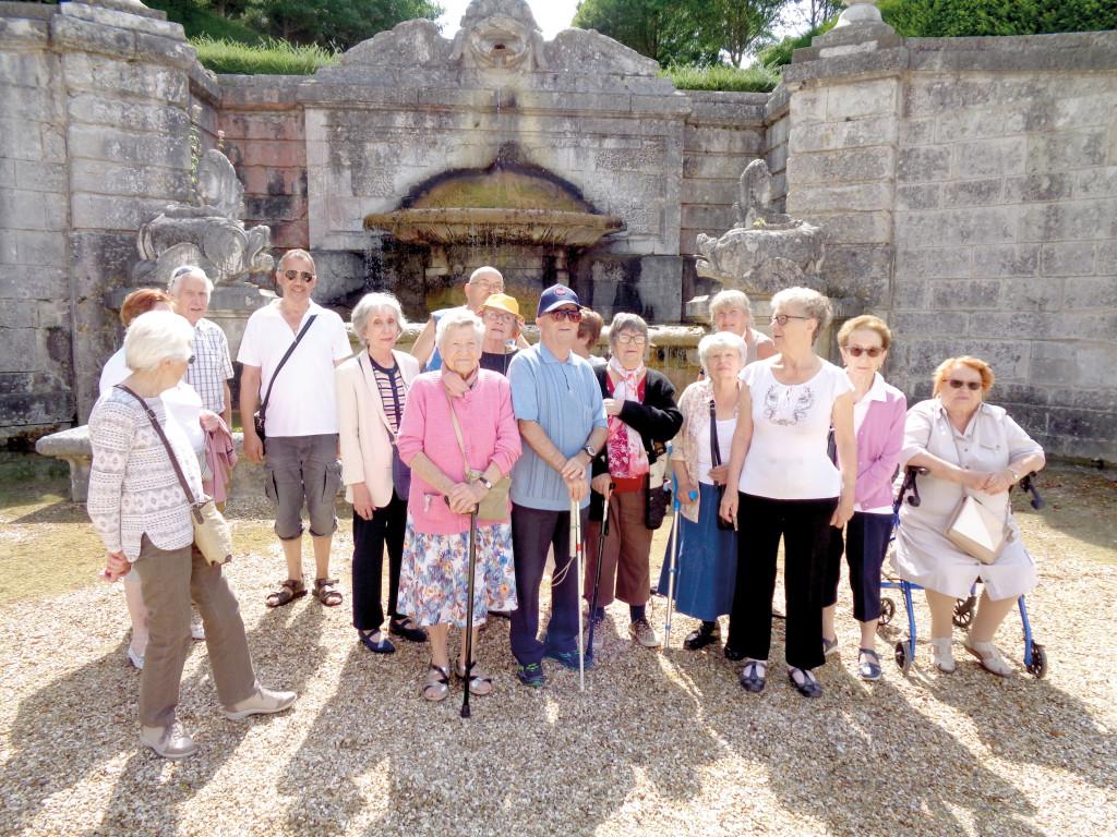 Laurence Vaslet propose aux habitants des Résidences autonomie au moins une sortie par semaine, comme ici au château de Bizy.