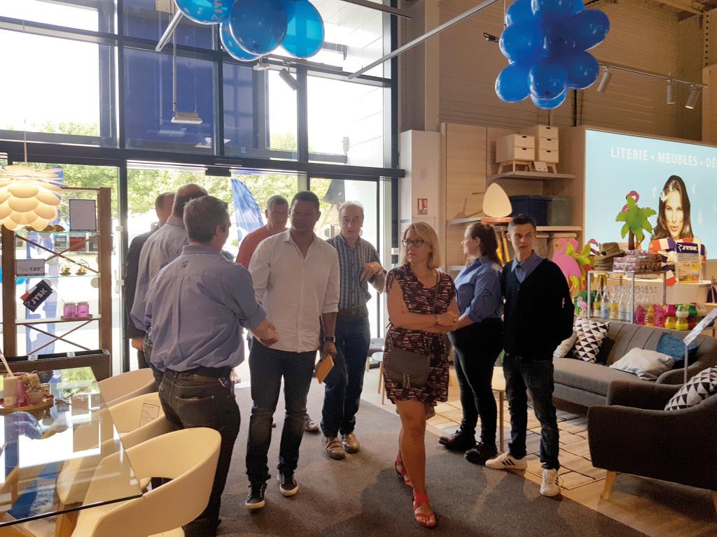Les premiers clients ont été accueillis par l'équipe de ce nouveau magasin situé en face d'Aldi.
