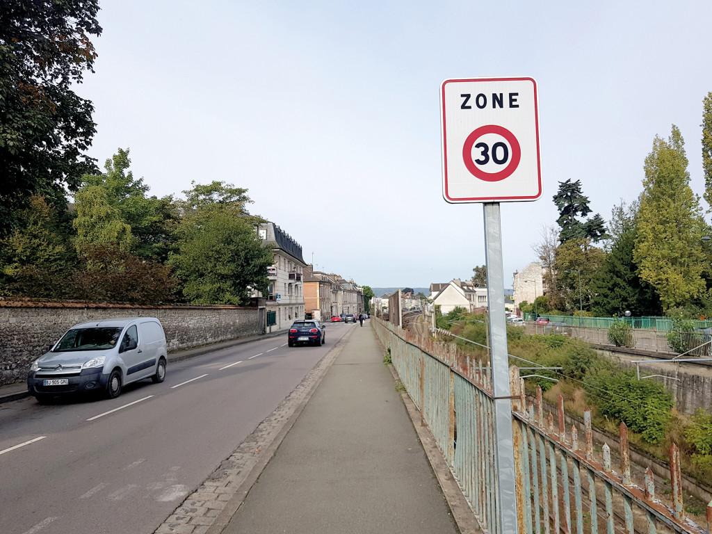 Comme dans de nombreuses villes, une grande partie du cœur de ville vernonnais est aujourd'hui limité à 30 km/h pour respecter tous les usagers.