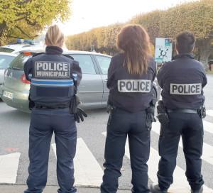 Les contrôles communs entre la police municipale et la police nationale permettent de mutualiser les effectifs dans la lutte contre les incivilités routières.