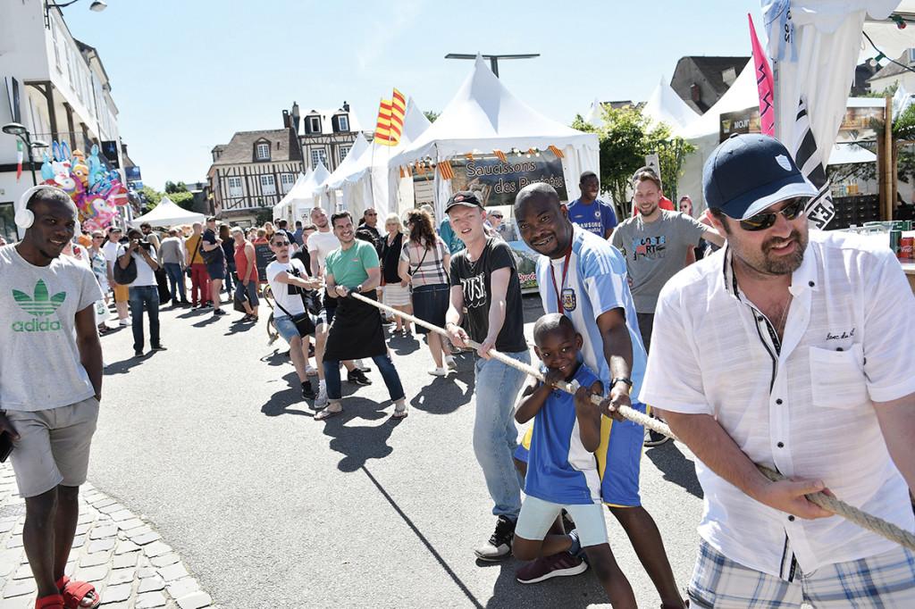 Le 1er week-end du mois de juin, 30 000 personnes ont assisté à la traditionnelle Foire de Vernon. Au menu : stands, concerts, ferme pédagogique et spectacles vivants. Le tout sous un beau soleil caniculaire !