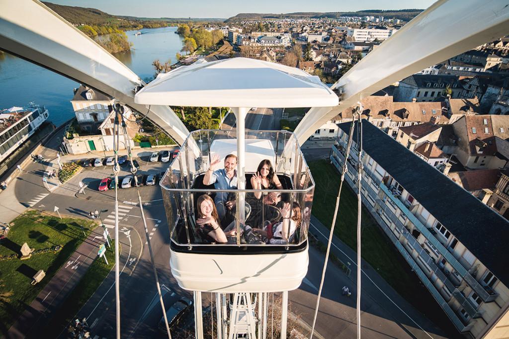 Pour le printemps, une grande roue s'installe en ville ! Du haut de ses 32 mètres, elle est prête à faire découvrir aux Vernonnais leur ville sous un autre angle.