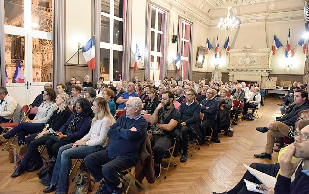 Lors du second tour de la Consultation Cœur de Ville, 55% des votants font un choix audacieux : la proposition n°4. Un engagement en faveur d'une ville moderne, propice à la flânerie et aux mobilités douces.