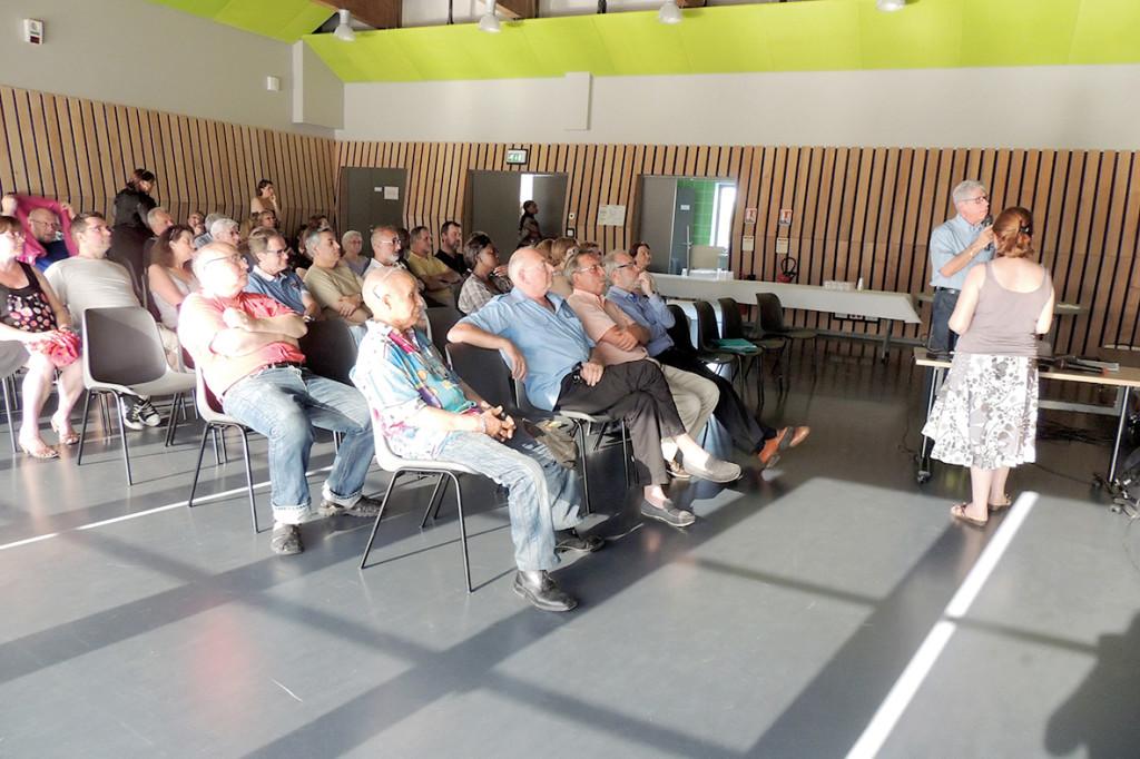 Les 8 conseils de quartier, créés en 2015, sont composés d'une dizaine de citoyens chacun et jouent un rôle clef dans la vie démocratique locale. En effet, leurs membres y élaborent des propositions concernant leur quartier et sont consultés par la ville lors des prises de décision. A cet effet, les conseils de quartier sont dotés de 100000 € de budget annuel et sont épaulés par une élue et un service chargés de la démocratie participative. En 2019, ils ont concouru à plusieurs réalisations : installation de barbecues au Vallon Saint-Michel, d'un DAB à Vernonnet, organisation de la Fête des Voisins et de Troc'Plantes… vieassociative@vernon27.fr 02 32 64 38 03