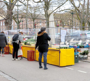 Les commerçants se sont organisés pour respecter les mesures d'urgence.