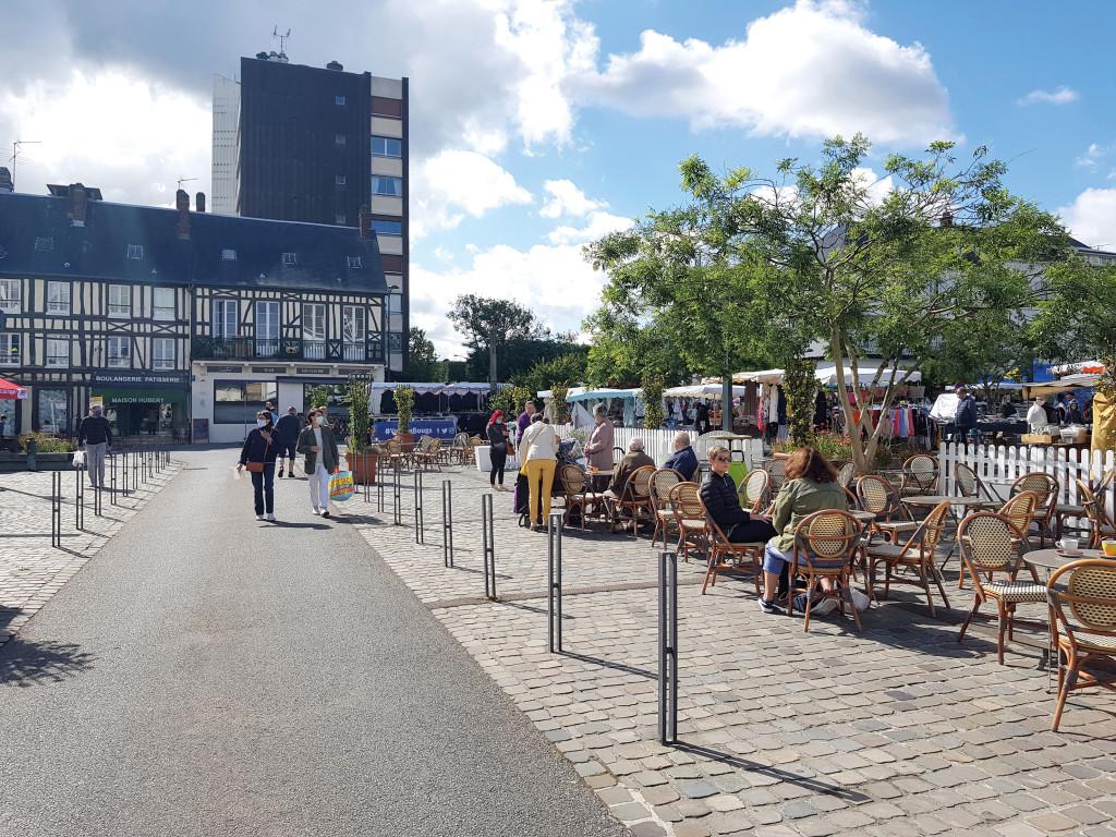 Depuis le 2 juin, c'est au tour des cafés et restaurants de reprendre leurs activités. Tous les commerces sont donc ouverts à nouveau. Et s'ils peuvent compter sur le soutien de la ville et de ses partenaires, la fidélité des clients leur est vitale.