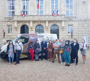 Photo camion publicitaire mairie commerçants associations