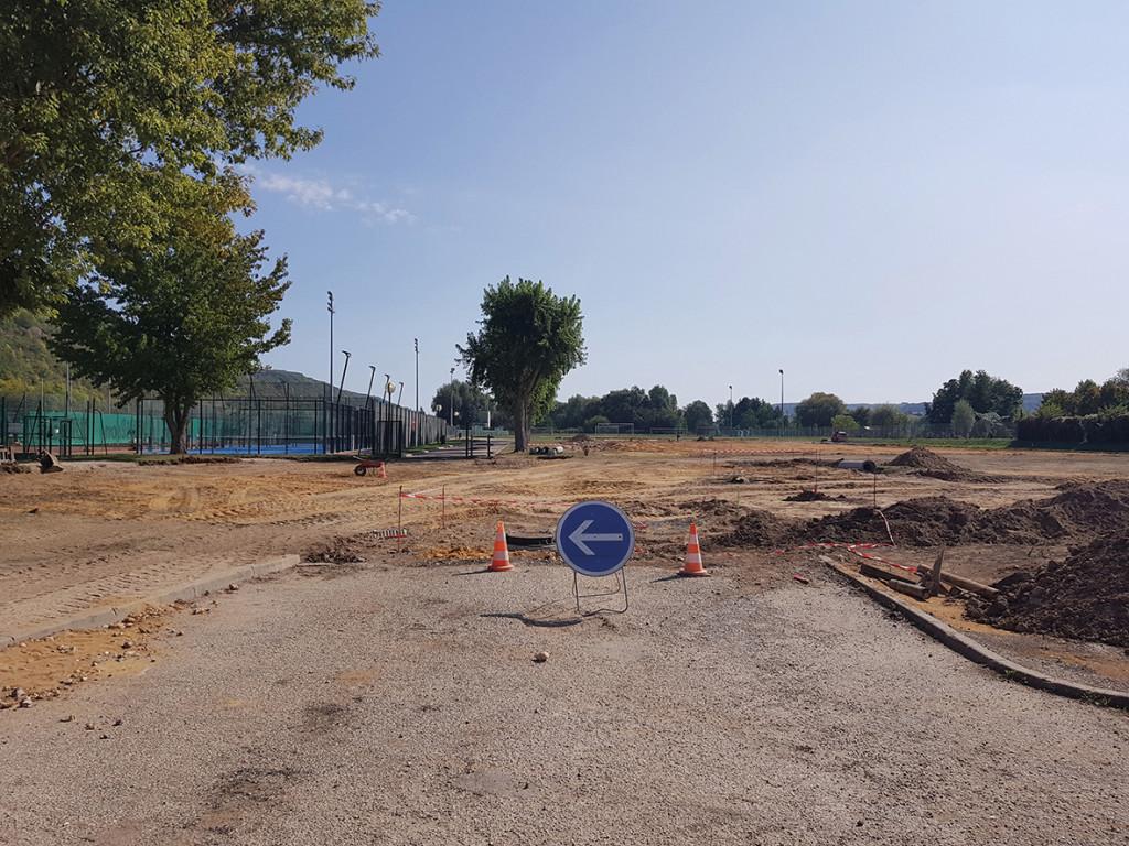 La 1re phase des travaux de la plaine des sports a été lancée au mois de septembre. Elle prévoit la restructuration du parking, considérablement agrandi (124 places dont 4 PMR), le réaménagement des accès et la création de nouveaux équipements sportifs. Elle devrait se terminer en décembre.