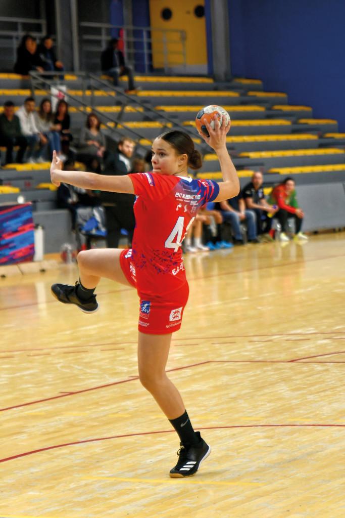 Passée par le SMV Handball l'an dernier, Fanny Dallet a effectué un stage de présélection avec l'équipe de France U16 fin août. Elle attend actuellement la réponse des entraîneurs.