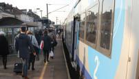 photo train et voyageurs
