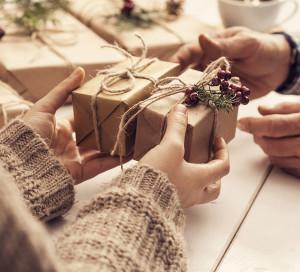 Comme chaque année les inscriptions aux colis de Noël des séniors de 65 ans et plus, habitant Vernon, se feront : du 17 février au 18 septembre 2020 CCAS - 93 rue Carnot à Vernon. Vous munir d'un justificatif de domicile de moins de 3 mois ainsi que d'une pièce d'identité.
