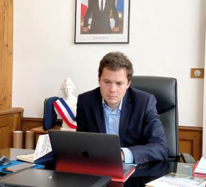 Le maire, François Ouzilleau, s'est entretenu en visioconférence avec les membres du Club des Commerçants pour discuter des aides mises en place.