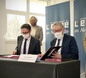 CD27 Département de l_Eure Signature Conventions Etat Préfecture Enfance en Difficulté Pauvreté Social