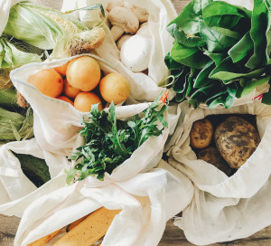 Fresh,Vegetables,In,Eco,Cotton,Bags,On,Table,In,The